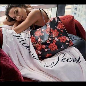 Victoria's Secret BLACK FRIDAY Tote & blanket set